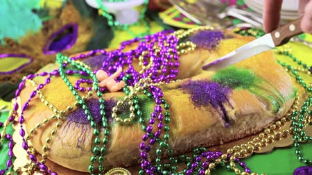 慶典 : Table decorated for Mardi Gras party.