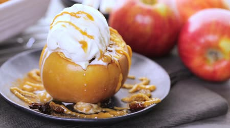 karamel : Organic baked apples served with vanilla ice cream.
