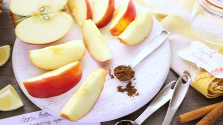 shovívavost : Ingredients for preparing homemade apple butter from organic apples.