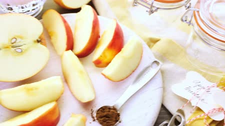 ocet : Ingredients for preparing homemade apple butter from organic apples.