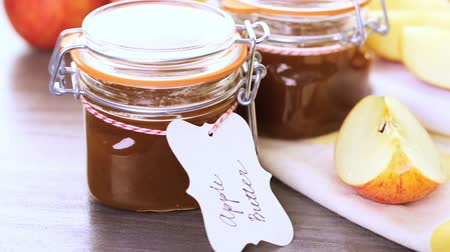 jabłka : Homemade apple butter prepared from organic apples.