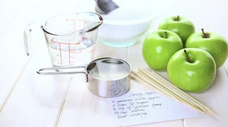 shovívavost : Ingredients for preparing homemade black candy apples.