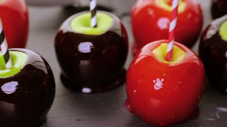 közepes : Handmade red candy apples for Halloween.