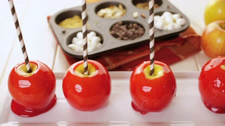 jabłka : Handmade red candy apples for Halloween.