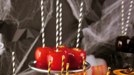 karamel : Table with colored candy apples for Halloween party. Stok Video