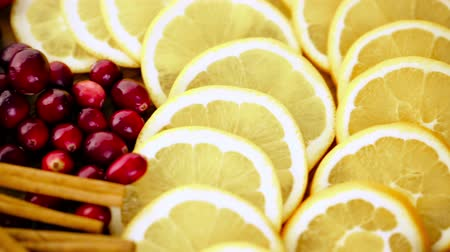 alecrim : Sliced fresh organic food ready for preparing winter sangria.