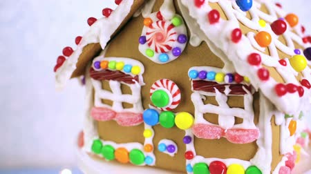 çatı : Gingerbread house decorated with white royal icing and bright candies.