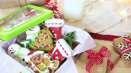pişmiş : Home made Christmas cookies decorated with colorful icing.