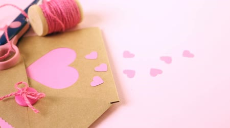 reciclagem : Hand crafted Valentines Day card from recycled paper.