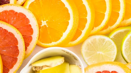 limão : Ingredients for preparing detox citrus infused water as a refreshing summer drink.