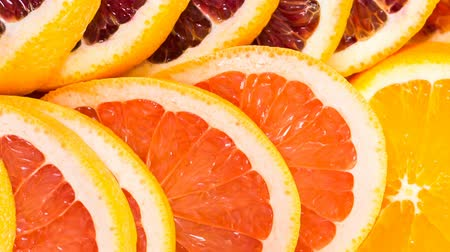 besinler : Ingredients for preparing detox citrus infused water as a refreshing summer drink.