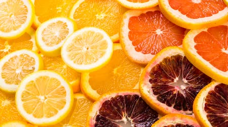 разница : Variety of citrus fruit including lemons, lines, grapefruits and oranges.