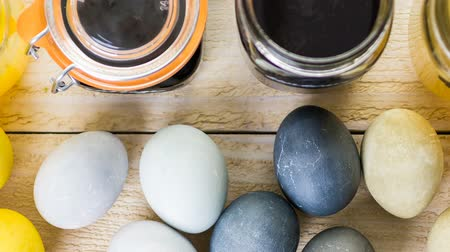 espinafre : Easter eggs painted with natural egg dye from fruits and vegetables. Stock Footage