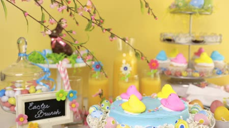 кондитерская : Dessert table with Easter cake decorated with traditional Easter marshmallow chicks.