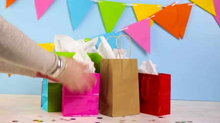 bolsa : Gift bags at the kids Birthday party on the table. Stock Footage