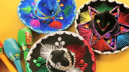 meksika : Traditional colorful table decorations for celebrating Fiesta.