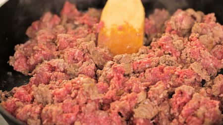 fry : Browning ground beef in cast iron skillet. Stock Footage