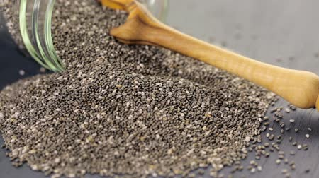 антиоксидант : Healthy Chia seeds in glass jar close-up.