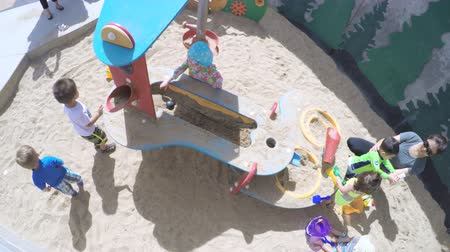 plac zabaw : Denver, Colorado, USA-June 3, 2016. Sandbox playground in urban area in the Summer.