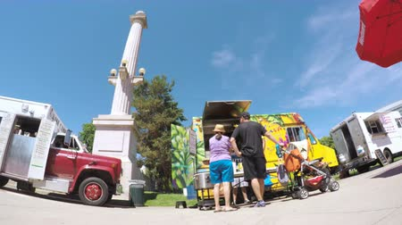 karpatské : Denver, Colorado, USA-June 9, 2016. Food trucks at the Civic Center for Civic Center Eats event. Dostupné videozáznamy