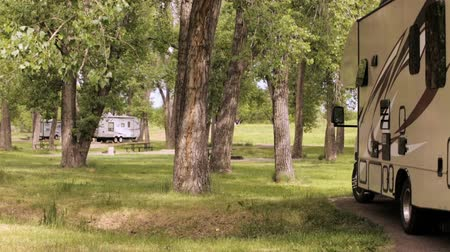 kamp : Summer camping at Cherry Creek State Park, Colorado.