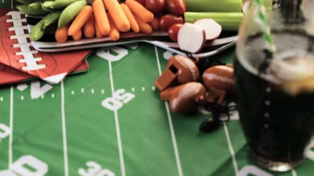 bandeja : Appetizers on the table for the football party. Stock Footage