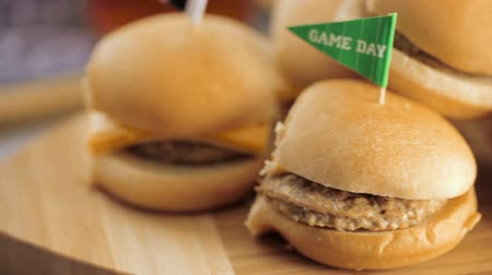 sanduíche : Sliders with veggie tray on the table for the football party. Stock Footage