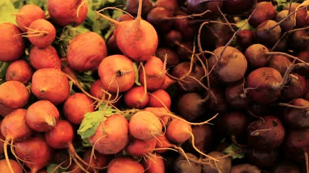 agricultores : Organic vegetables from the local farm at the Summer Farmers Market. Stock Footage