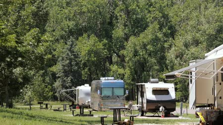 kamp : RV campground at Cherry Creek State Park. Stok Video
