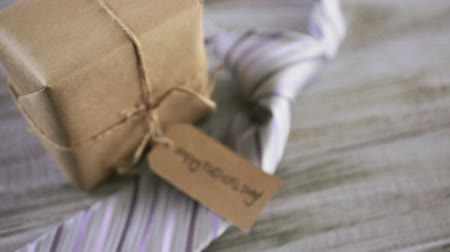 csomagolópapír : Wrapped in brown paper gift for Fathers Day.