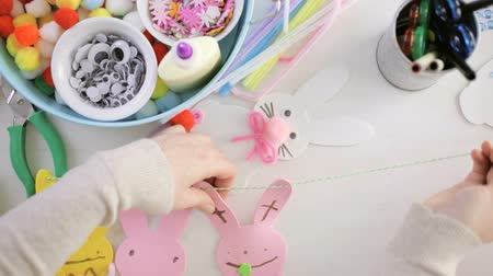 nyuszi : Step by step. Mother and daughter decorating Easter Bunnies.