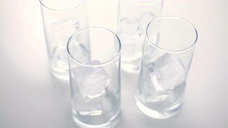 küpleri : Empty glasses with large ice cubes on a white background.