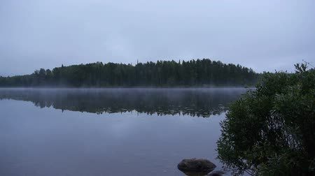 à beira do lago : Queit lake in Canada - Morning view with fog
