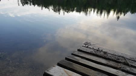 ködös : Clouds reflection on water surface - Canadian lake time lapse