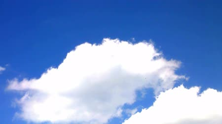 mavi gök : Loopable Clouds and blue polarized sky. Time lapse