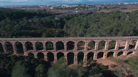 romanico : Aerial view of the Roman aqueduct. Tarragona, Spain. Filmati Stock