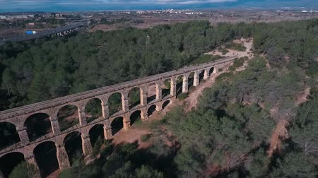 水路 : Aerial view of the Roman aqueduct. Tarragona, Spain. 動画素材