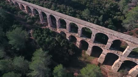 alvenaria : Aerial view of the Roman aqueduct. Tarragona, Spain. Stock Footage