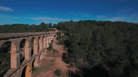 старомодный : Aerial view of the Roman aqueduct. Tarragona, Spain. Стоковые видеозаписи