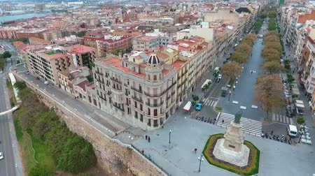 бульвар : Air view of the tourist area (balcon del mediterraneo) in Tarragona, Spain. Стоковые видеозаписи