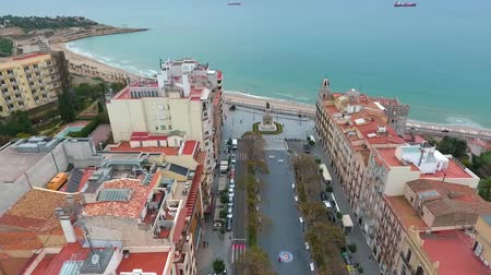 бульвар : Aerial view of the observation deck (balcon del mediterraneo) in Tarragona, Spain. Стоковые видеозаписи
