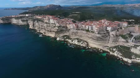 плато : Aerial view of the city of Bonifacio on the island of Corsica in France.