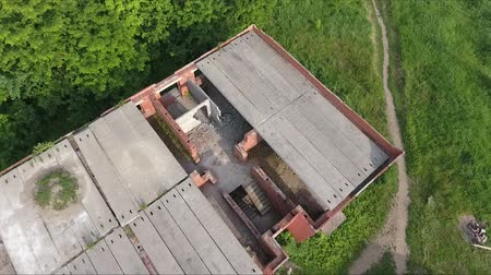 falido : Unfinished roof of an abandoned high-rise building. Stock Footage