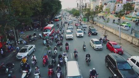 混沌とした : Chaotic Traffic Scene On A Road In Hanoi, Infrastructure Transportation Vietnam