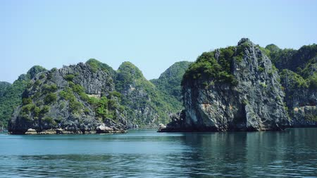 halong : Cruise On Famous Halong Bay, Vietnam