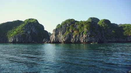 ba : Vietnam Ha Long Bay Sea Day View.
