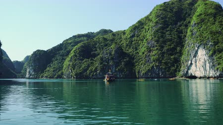 vietnami : Beautiful Views Of Halong Bay