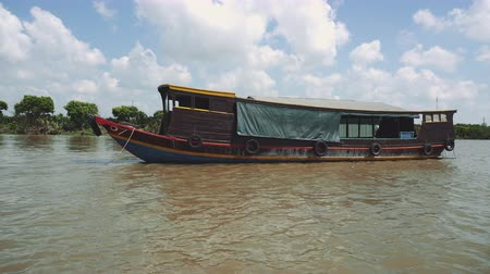 the mekong : Traditional Vietnamese ferry boat taking people and their bicycles across the Mekong River in Vietnam, South East Asia Stock Footage
