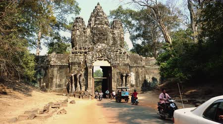 cambojano : Traffic At Angkor Thom Gate, Siem Reap, Cambodia