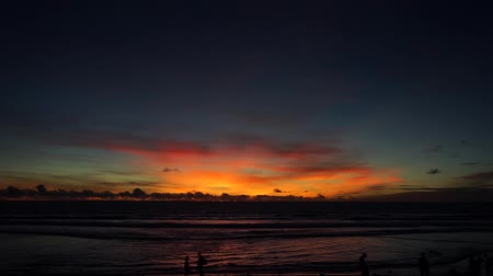 večer : Timelapse: colorful sunset on the beach Bali